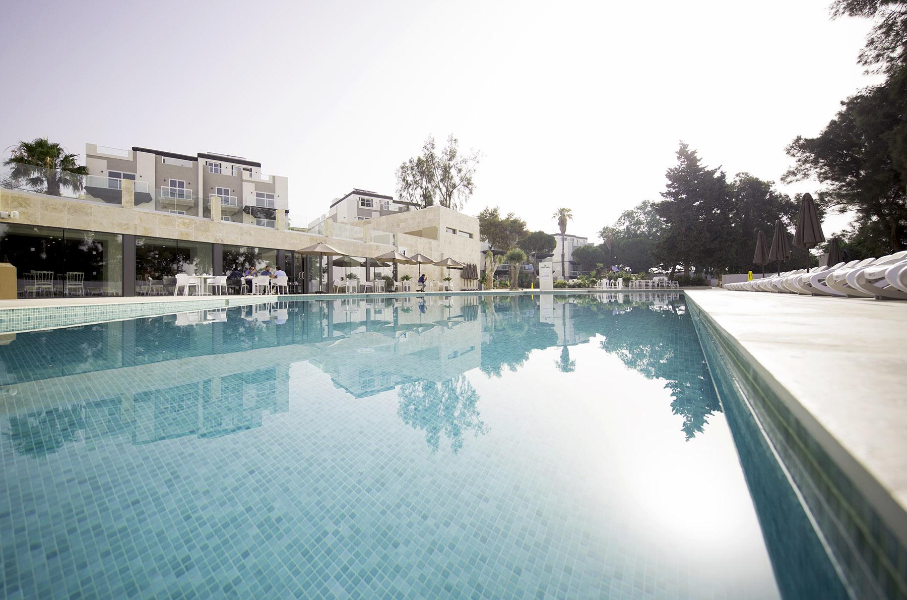urban-valley-resort-hotel-malta-amenities-pool