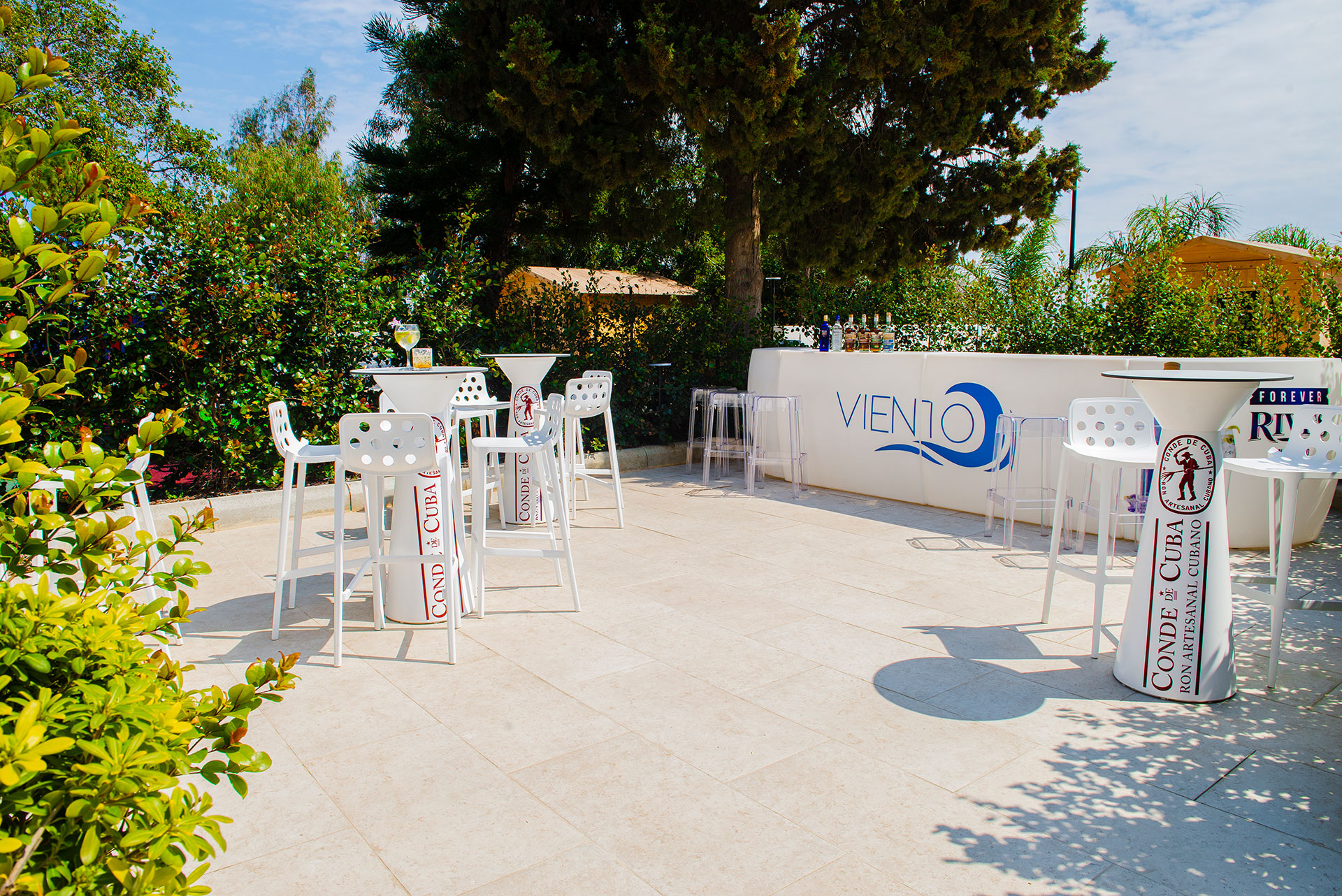 Viento poolside bar: the freshest place in Malta to unwind and to get together with fellow  co-workers!
